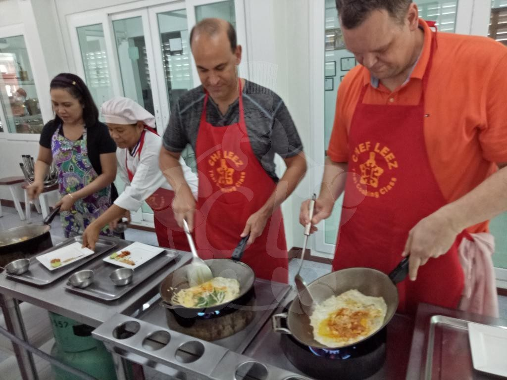 Chef LeeZ cooking class 3 adults cooking Pad Thai